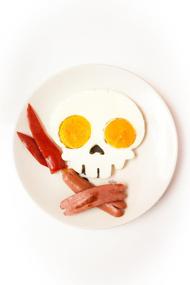 Newest Practical Egg Tools Funny Skull Egg Mould DIY Silicone Egg Dividers Breakfast Mold Hot iownW